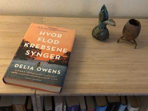 "Delia Owens ""Hvor flodkrebsene synger""."