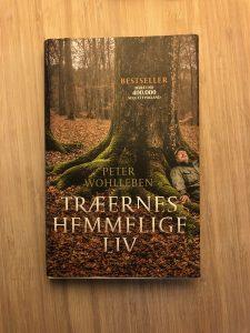 """""""Træernes hemmelige liv"""" af Peter Wohlleben."""